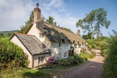 1708-andew-de-mora-cottages-at-dunster