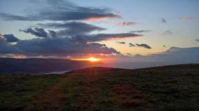 Last of the sun 🌅 . . . #sunset #exmoor #instasunset #sky #clouds #photography #somerset #walking #hiking #nationaltrust #getoutside #adventure #wanderlust #ukpotd #uk #england #visitsomerset 📷: @_fjarnot
