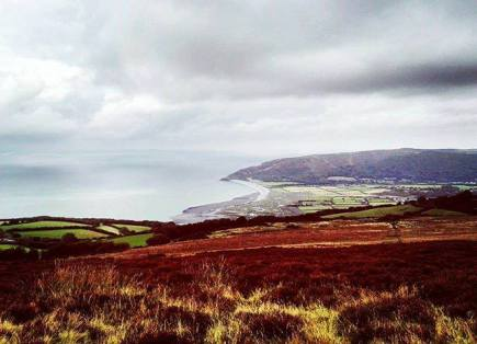 #view #panoramic #viewfromthetop #sea #sky #clouds #bay #hills #shore #beach #colours #white #lanscape #nature #lovenature #enjoynature #sightseeing #travel #lovetravel #enjoytravel #enjoythecompany #enjoylife❤️ #exmoor #exmoornationalpark #devon #somerset #southwest #england #uk #uk🇬🇧 📷: @ditpatane
