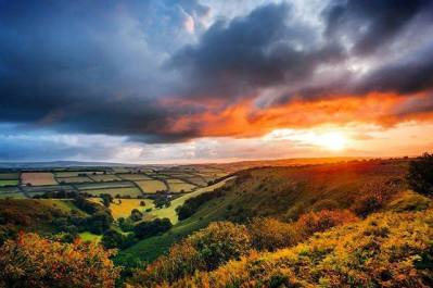 Sunrise over Exmoor . . #landscape #landscapephotography #countryside #exmoor #moorland #rural #ruralscene #somerset #beautiful #beauty #cloudporn #clouds #day #dusk #green #igers #light #mothernature #nature #picoftheday #pretty #sky #skylovers #summer #sun #punchbowl #weather 📷: @photograferry